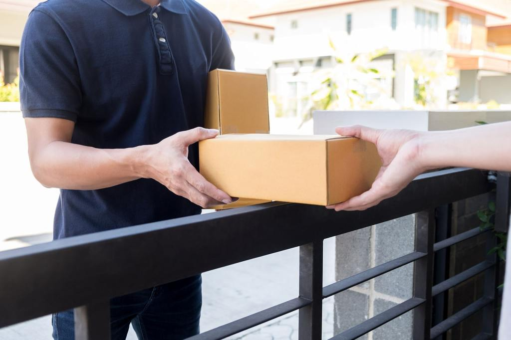 A man delivering box