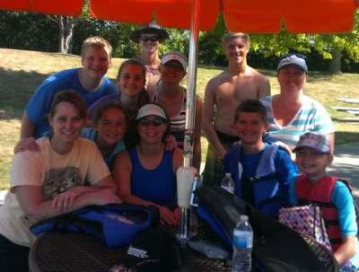 Kayaking_group