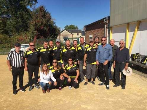 Les Witryats avec leurs supporters et l'arbitre