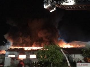 Brand mehrerer Hallen in Wang