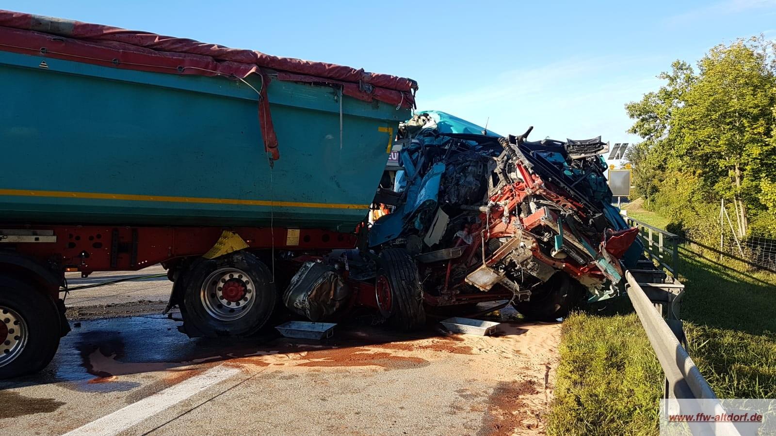 Schwerer Verkehrsunfall auf der A92