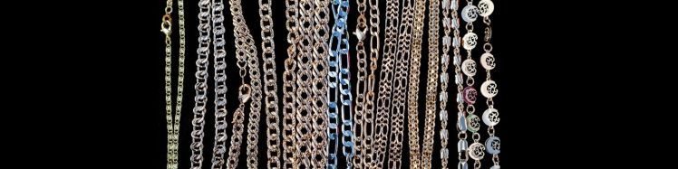 Pictures of various gold chain that show different styles.