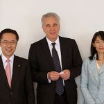 Hon. Motohisa Furukawa, Global Fund Executive Director Michel Kazatchkine, and Hon. Tamayo Marukawa at the FGFJ Diet Task Force Meeting.