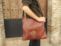 This photo shows the truer colour of the bag. 98€