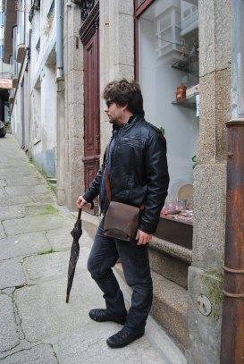 Xose's handmade leather shoulder bag