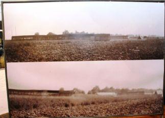 Dies Fotos zeigen sehr wahrscheinlich Teile der Scheinanlage. es sind Bauten aus Holz und Stroh.