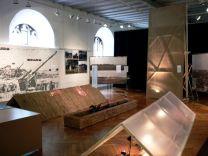 Blick in die Ausstellung 2011. Nach Zeugenaussagen war der Bahnhofsturm eine Art Theaterkulisse aus Holz und Sackleinen.