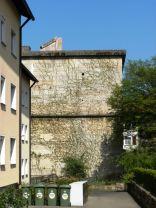 Der Bunker hatte ein Pyramidendach um ihn optisch in die Wohnbebauung einzupassen. Holz und Ziegel wurden nach dem Krieg für den Wiederaufbau verwendet.
