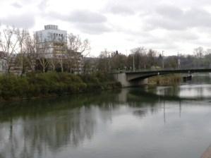 """In einer """"Stadt am Fluss"""" könnte der Bunker zum attraktiven Treffpunkt mit Aussichtsplattform werden."""