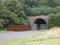 Tunnelmund mit KZ-Gedenkstätte in Leonberg.