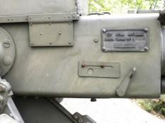 Typenschild der 4 cm-Bofors-Kanone.