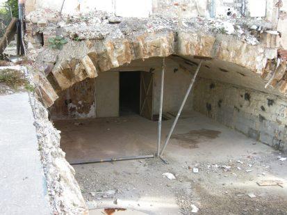 Einer der zentralen Gewölberäume beim Abbruch 2009.