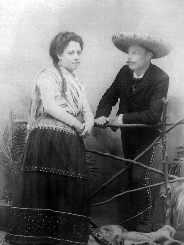 Old photo of a couple from Mexico