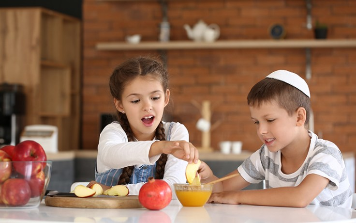 Children eat honey and apples during Rosh hashanah, a Jewish holiday.