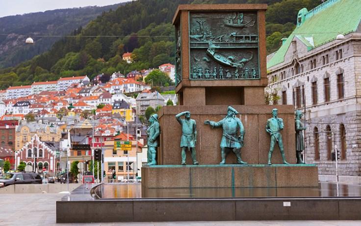 a statue commemorating Leif Ericson.