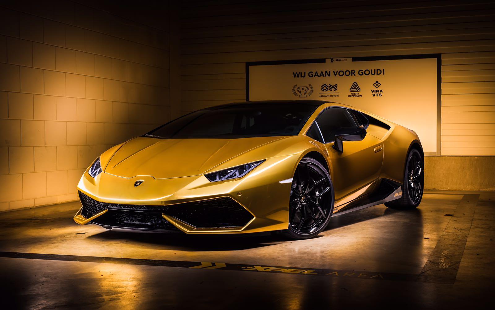 Joel Beukers Laat Z'n Lamborghini Hurácan Goud Wrappen Fhm