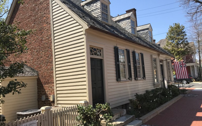Picture of the outside of Hugh Mercer's historic Apothecary