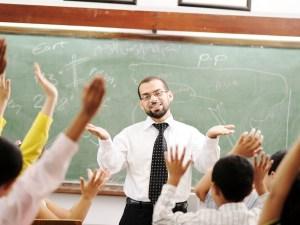اذاعة مدرسية عن المعلم