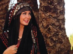 شعر مدح بدوي قصير للنساء