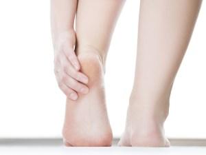 وصفة لتشقق القدمين