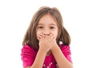 اسباب رائحة الفم عند الاطفال بعمر ثلاث سنوات