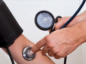 اعراض ارتفاع ضغط الدم ومخاطره على الانسان