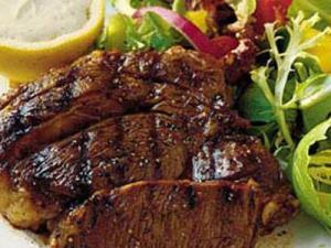 لحم بقري مشوي مع اليقطين والخضروات
