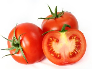فوائد تناول الطماطم على الريق