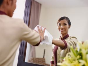 قصة عن حسن التعامل مع الخدم