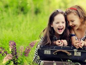 ابيات شعر عن الصداقة والاخوة قصائد عن الصداقة