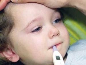 اعراض الحرارة الداخلية للاطفال