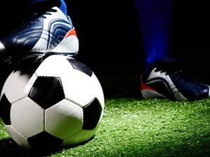 موضوع تعبير عن مباراة كرة القدم بين فريقين