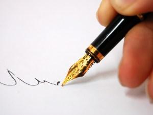 اول من كتب بالقلم