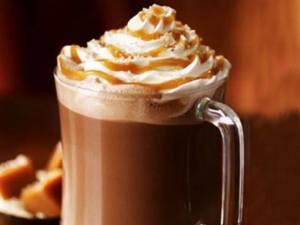 مشروب القهوه الدافيء بالكريمه