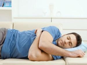 ما هو الشيء الذي يفعله الانسان عندما يستيقظ من النوم
