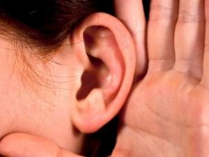 الفرق بين الاستماع والانصات