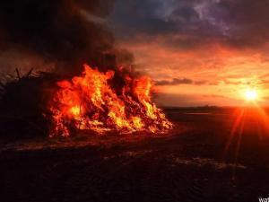 تفسير حلم يوم القيامة و انشقاق الأرض