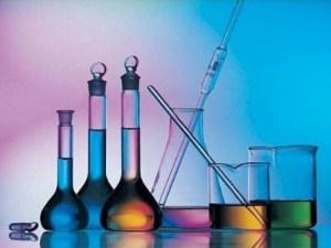 يتكون من عنصرين أو أكثر متحدين كيميائياً هو