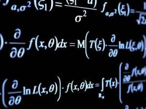 حدد المعادله التي يختلف حلها عن حل المعادلات الثلاث الاخري