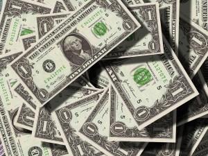 اذا كان معك مبلغ من النقود ومع شقيقتك مبلغ يقل عنه ب 50 ريالا