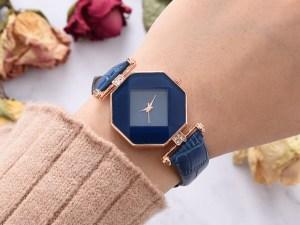 تريد هند شراء ساعة ، إذا كان محيط معصمها ١٦١٤ سم فإن الاختيار الأفضل لمحيط الساعة عند شرائها هو