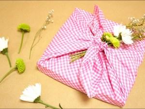 طريقة تغليف الهدايا بالقماش