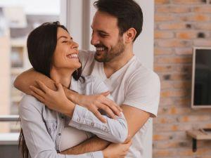 ماذا يفعل الزوج لزوجته في الفراش