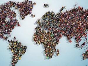يتوزع سكان العالم بشكل منتظم من قارة إلى أخرى