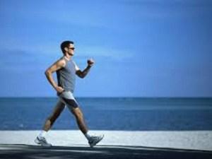 يمارس أحمد رياضة المشي بحيث يقطع 500m كل يوم، مقدار ما يقطعه بوحدة km