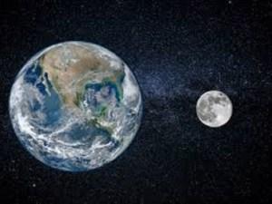 إذا وقع القمر بين الأرض والشمس فأنه يمنع ضوءها من الوصول إلى الأرض وتسمى هذه الظاهرة