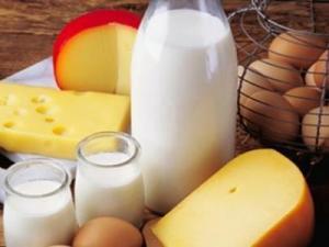 بالرجوع الى مصادر المعرفه اعدي تقريرا مبسطا عن العوامل التي تساعد على امتصاص الكالسيوم