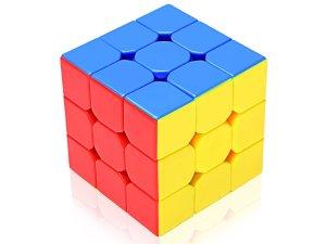 رتبت فاطمة مكعبات الألوان الثلاثة في صف بكل الترتيبات الممكنة و المختلفة حسب ألوانها أي