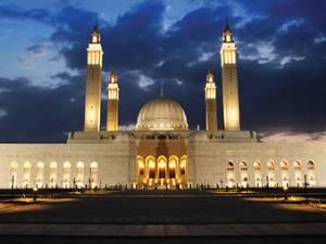 في التبكير الى الصلاة والمكث في المسجد وانتظارها اجر كأجر الصلاة