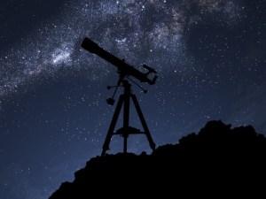 لماذا يستخدم عالم الفلك المراصد الفلكية؟